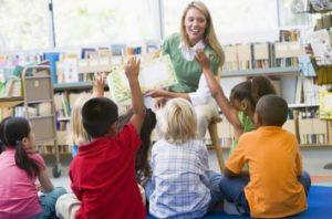 Contar cuentos a tus hijos y otros niños